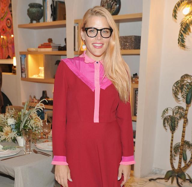 <p>Phillipps is proof that a little makeup can go a long way while donning a pair of bold specs. Her simple side-swept strands draw our attention to that cheerfully pink lip color. (Photo: Getty Images) </p>