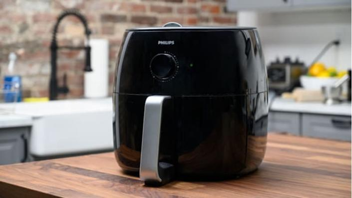 An air fryer to make healthier crispy food