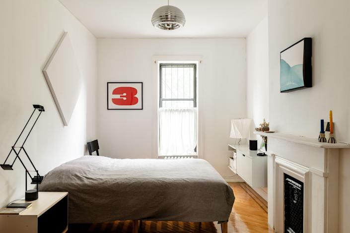A shiny Splugen Brau Lamp by Achille and Pier Giacomo Castiglioni settles into the bedroom nicely.