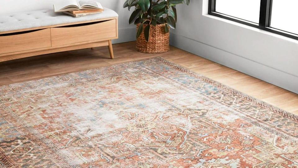 More than 1,000 reviewers have given this elegant rug a 4.6-star rating.