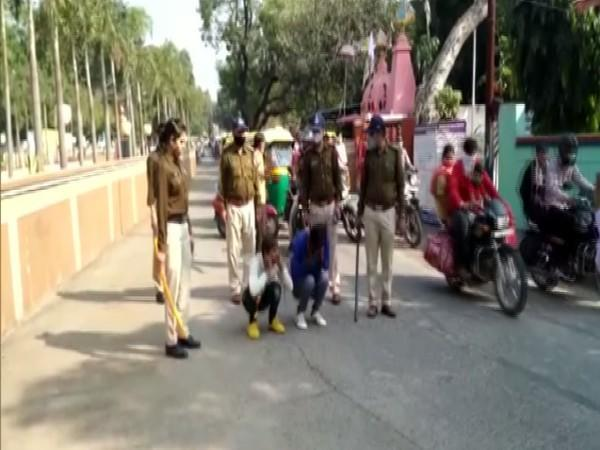 Dewas police makes the accused do squats (Photo/ANI)