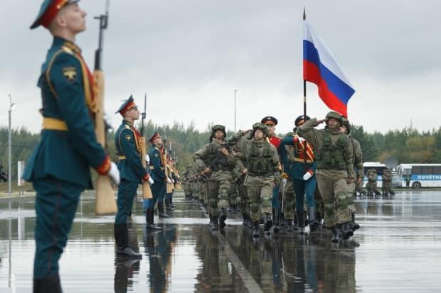 Russian troops march in the opening ceremony of the Zapad military drill on Thursday at the Pravda test site in the Kaliningrad region, a Russian enclave sandwiched between Poland and Lithuania.  (Russian Defence Ministry - image credit)