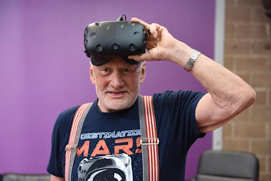 Buzz Aldrin debuts virtual reality trip to Mars