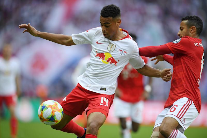 BERLIN, GERMANY - MAY 25: Thiago Alcantara of Bayern Munich battles for possession with Tyler Adams of RB Leipzig during the DFB Cup final between RB Leipzig and Bayern Muenchen at Olympiastadion on May 25, 2019 in Berlin, Germany. (Photo by Matthias Hangst/Bongarts/Getty Images)