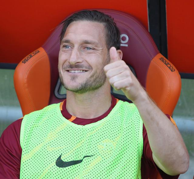 ROME, ITALY - MAY 28: Francesco Totti of AS Roma greets the fans for his last match during the Serie A match between AS Roma and Genoa CFC at Stadio Olimpico on May 28, 2017 in Rome, Italy. (Photo by Paolo Bruno/Getty Images)