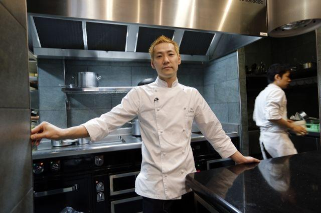 Kei Kobayashi first Japanese chef to get three Michelin stars in France