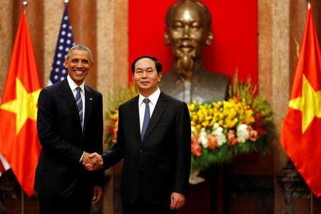 U.S. President Barack Obama shakes hands with Vietnam's President Tran Dai Quang after an arrival ceremony at the presidential palace in Hanoi, Vietnam May 23, 2016. REUTERS/Carlos Barria