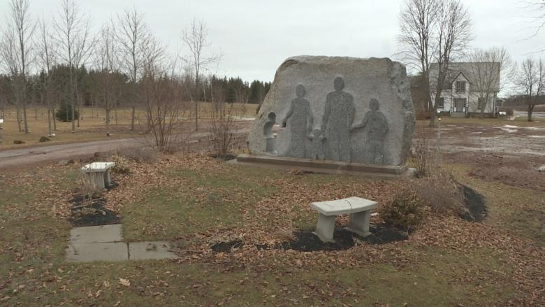 P.E.I. memorial remembers victims of Bathurst, N.B., basketball team crash