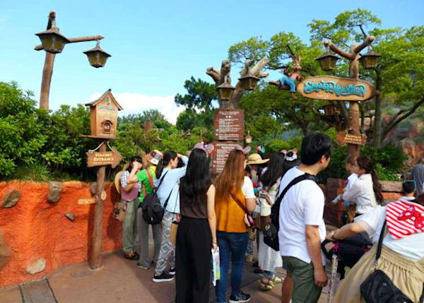Tokyo Disneyland: Top 5 Fastpass Attractions & Top 5 Secret Tips with Short Lines!
