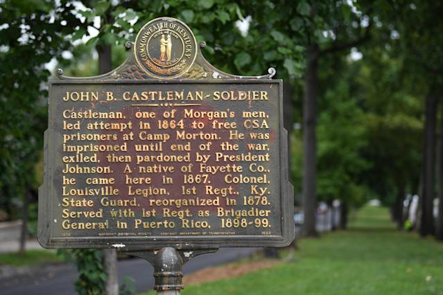 <p>A plaque dedicated to Confederate soldier John B. Castleman is seen after it was vandalized late Saturday night in Louisville, Ky., Aug.14, 2017. (Photo: Bryan Woolston/Reuters) </p>
