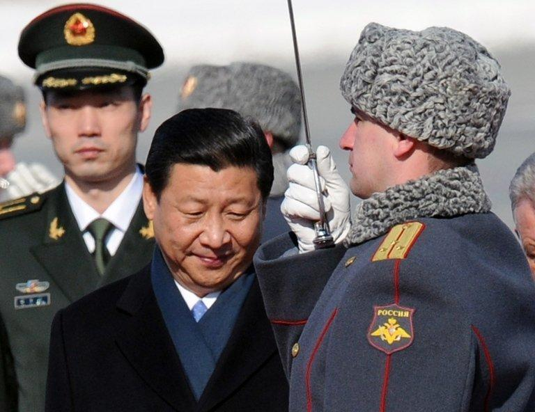 """Chinese President Xi Jinping (C) reviews a guard of honour on arrival at Vnukovo airport outside Moscow on March 22, 2013. Xi, who arrived in Russia accompanied by first lady Peng Liyuan, said he was eager to boost """"strategic cooperation"""" with Vladimir Putin, stressing his personal rapport with the Russian strongman"""