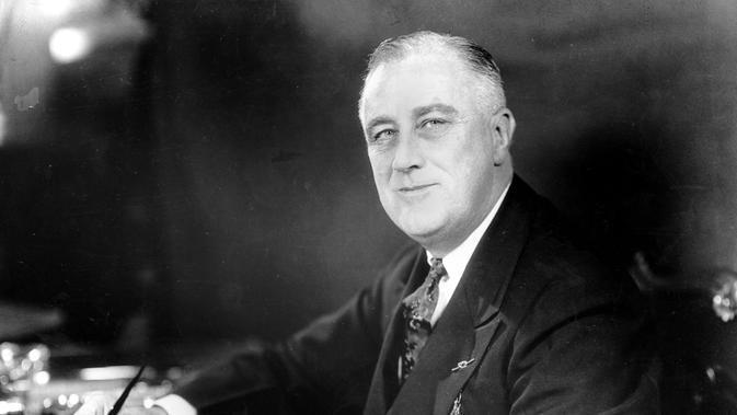 Presiden ke-32 AS Franklin D. Roosevelt (leftcall)