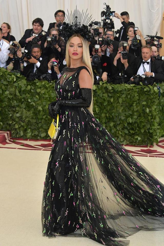 <p>The singer channeled her feature on Iggy Azalea's 'Black Widow' in a black Prada ensemble. (Photo: Getty Images) </p>