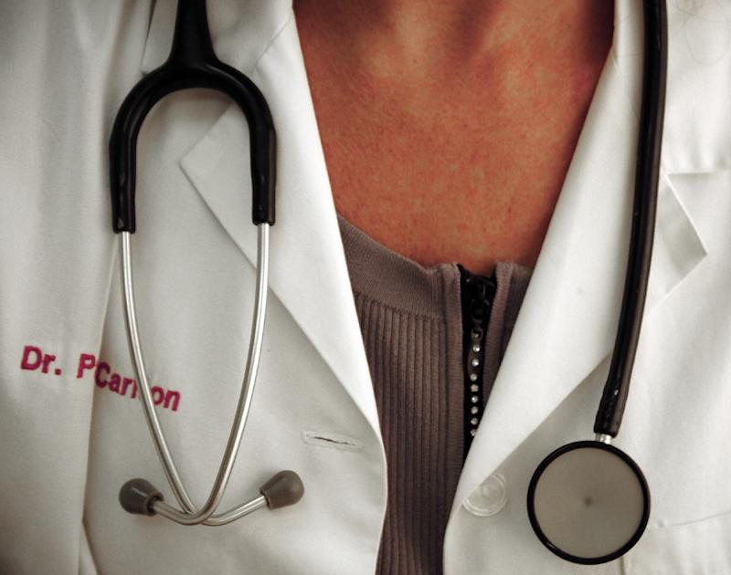 Female MDs in United States paid less than male MDs