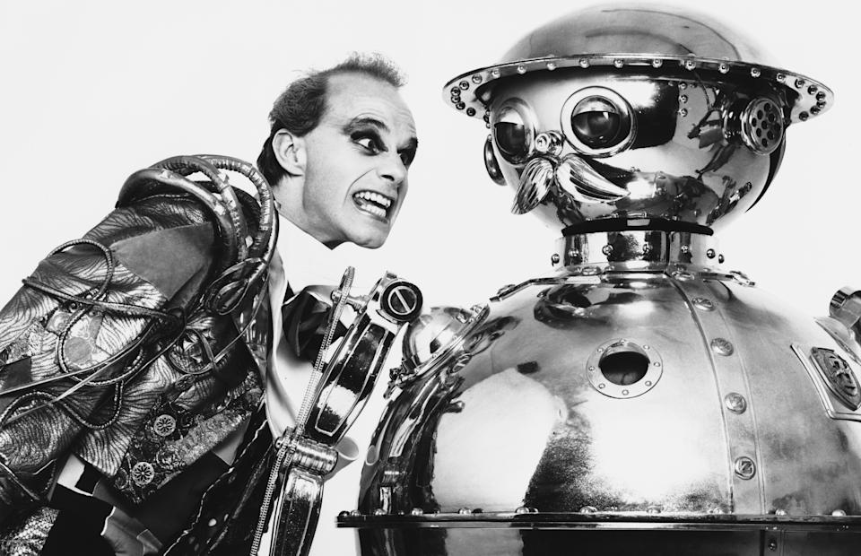 American actor and puppeteer Pons Maar (left) as the Lead Wheeler with the metallic Tik-Tok in the film 'Return to Oz', 1985. (Photo by Richard Blanshard/Getty Images)