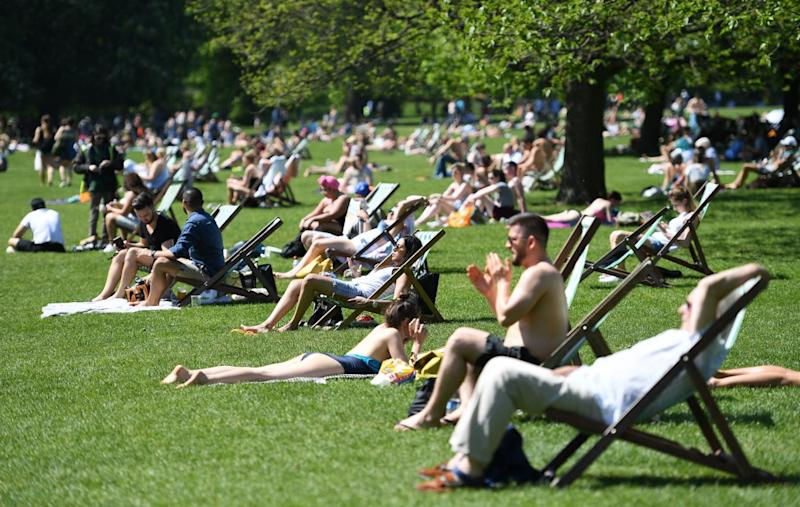 Londoners bask in the capital's parks(EPA)