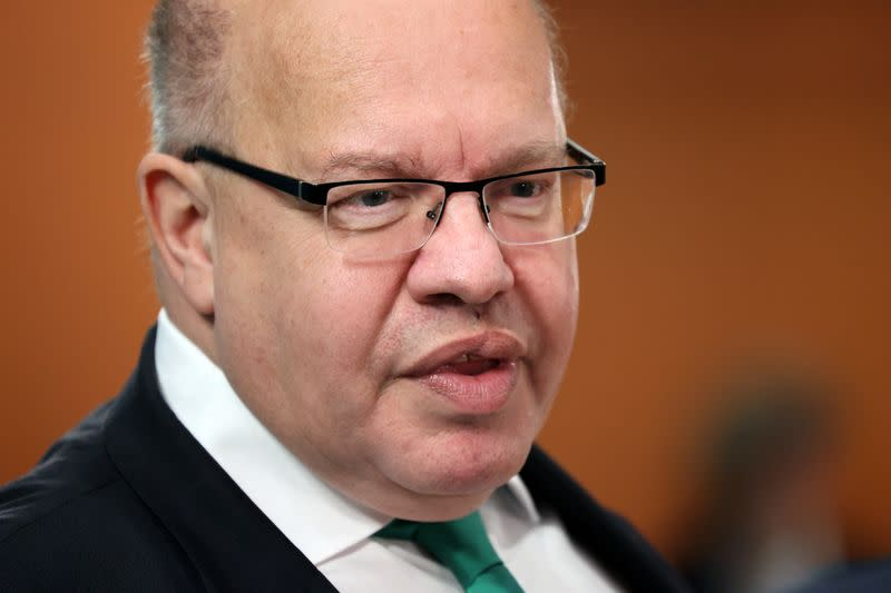 German economy minister sees economic recovery from October