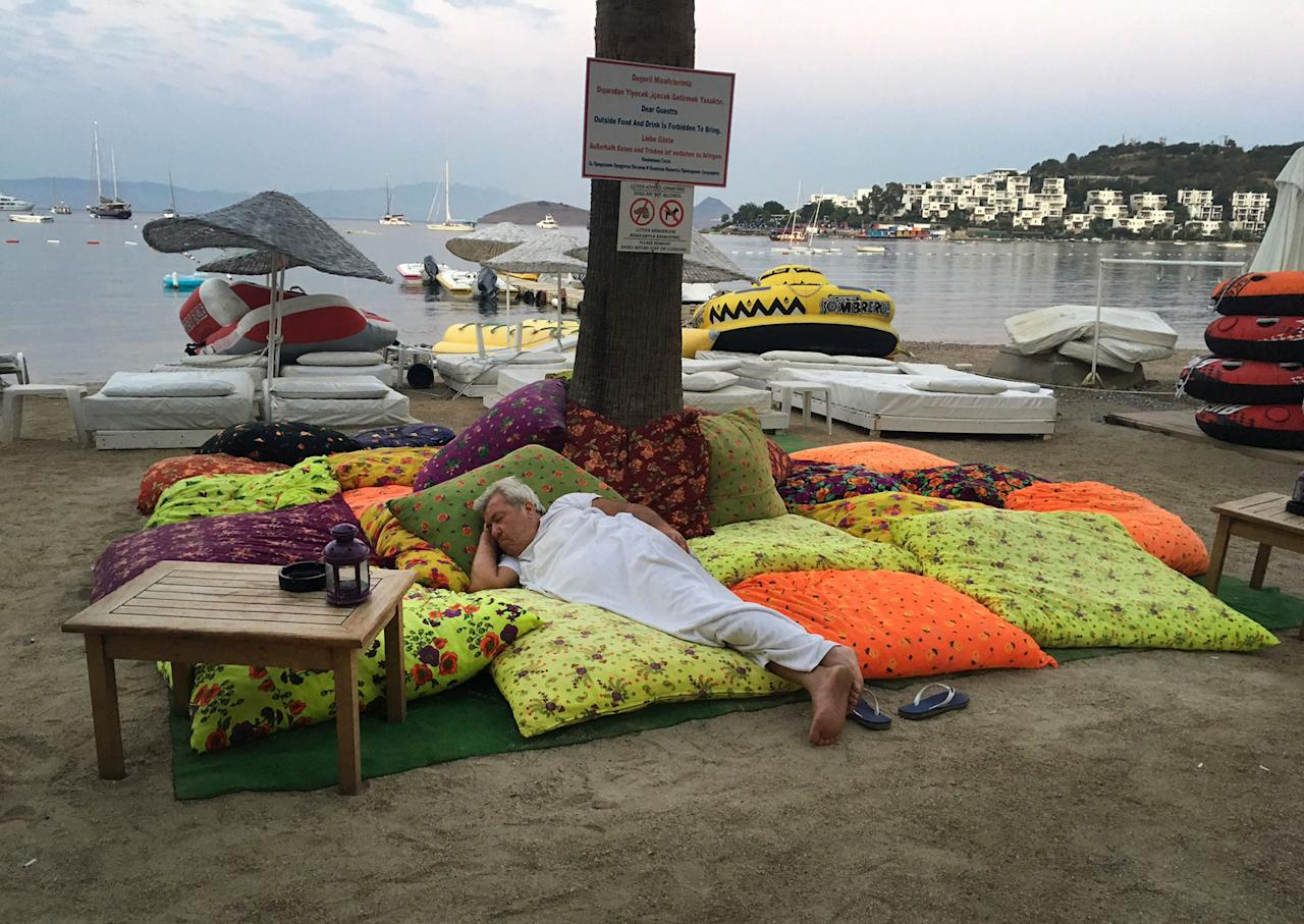 <p>A man sleeps on the beachfront after spending the night outdoors following an earthquake in Bitez, a resort town about 6 kilometers (4 miles) west of Bodrum, Turkey, Friday, July 21, 2017. (Photo: Ayse Wieting/AP) </p>