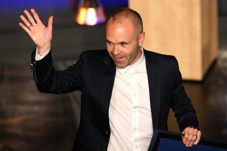 Soccer Football - FC Barcelona Tribute to Andres Iniesta - Auditorium 1899, Barcelona, Spain - May 18, 2018 Andres Iniesta waves during the presentation REUTERS/Albert Gea