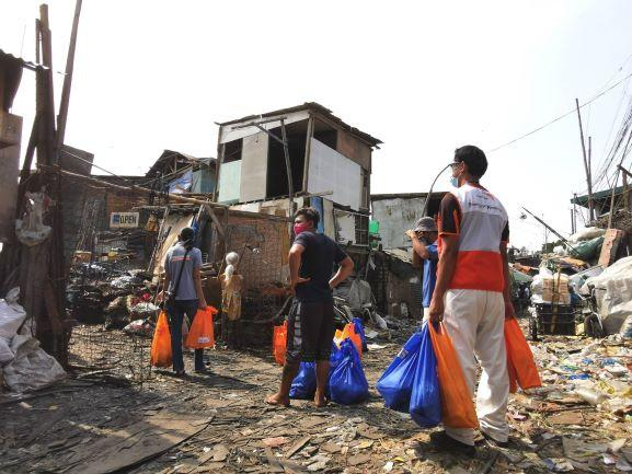 Relief goods distribution in Malabon. Photo: World Vision