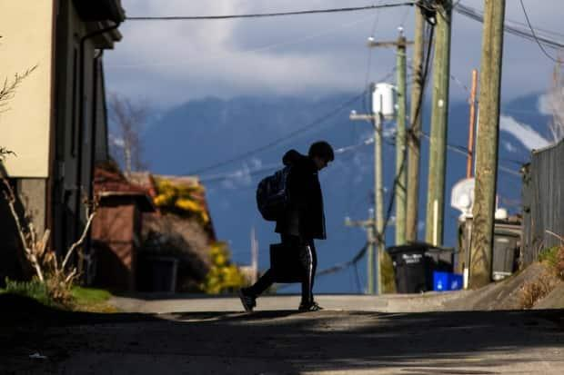Experts say children who walk or bike to school fare better emotionally and physically.  (Ben Nelms/CBC - image credit)