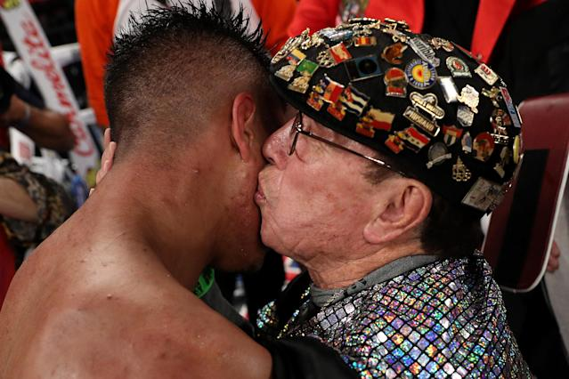 Rafael Garcia (R), shown kissing fighter Jessie Vargas after Vargas won the world title, died Tuesday at 88. (Getty Images)