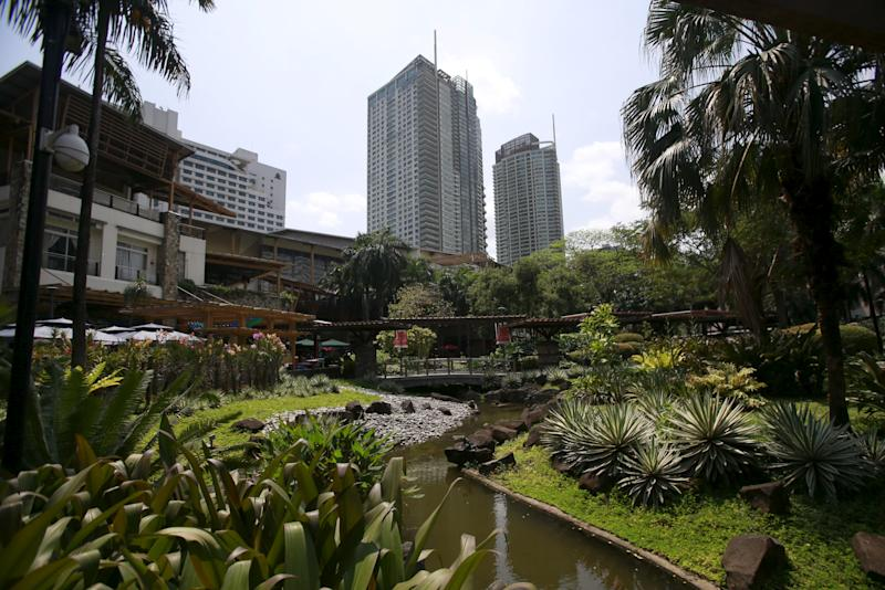 File Photo: The park and garden portion of Ayala Land Inc's Greenbelt shopping and dining complex is seen at the heart of a business district in Makati City, March 11, 2016. REUTERS/Romeo Ranoco