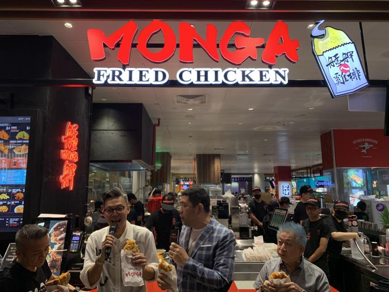 (From left to right) Chen Jianbin, Mark Lee, Nono and Henry Thia at Monga Fried Chicken at JEM mall in Singapore on 27 Sept 2019. (Photo: Teng Yong Ping/Yahoo Lifestyle Singapore)