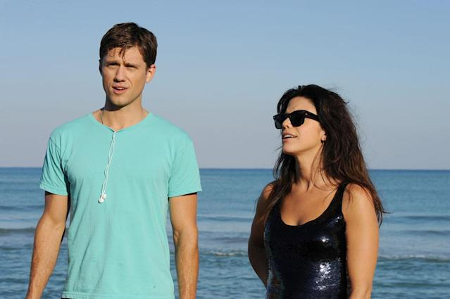 """Aaron Tveit as Mike Warren and Vanessa Ferlito as Charlie Lopez in the """"Graceland"""" episode, """"Guadalaljara Dog."""""""