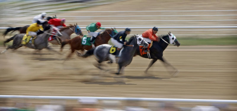 Officials seek tax break to boost ND horse racing