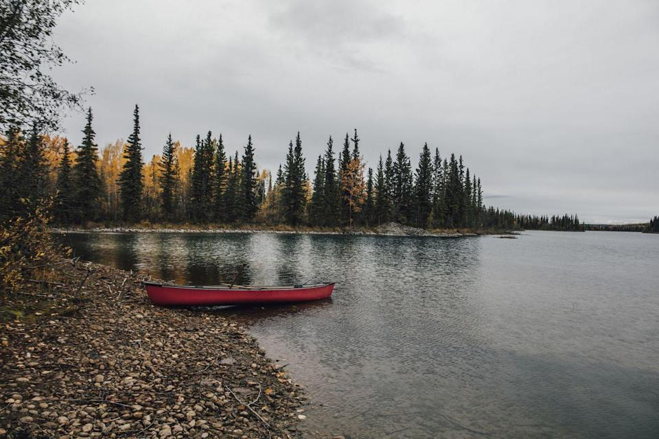 """<p><a href=""""http://www.stewartcassiarhighway.com/attractions/boya-lake-provincial-park/"""" rel=""""nofollow noopener"""" target=""""_blank"""" data-ylk=""""slk:Boya Lake Provincial Park"""" class=""""link rapid-noclick-resp"""">Boya Lake Provincial Park</a> in Canada is known for its stunning crystal clear blue waters. It has a clear aqua-green hue that makes it possible to see straight down into the white marl bottom. It's also warm enough to swim in, which is hard to find in the North region. Aside from the lake and mountain views, the wildflowers and animal life are also incredible. </p>"""