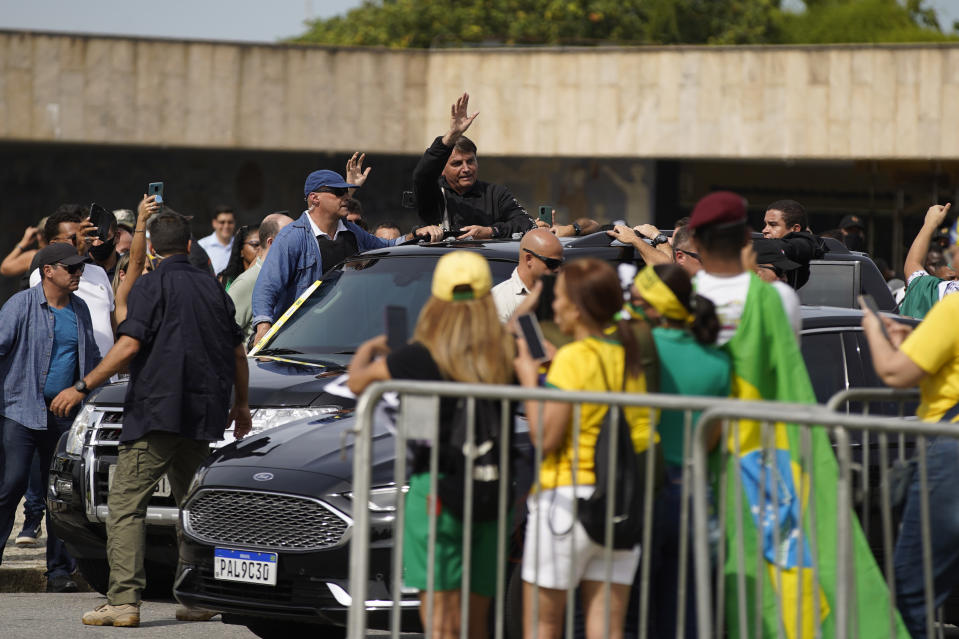 RIO DE JANEIRO, BRAZIL - MAY 23: President of Brazil Jair Bolsonaro meets supporters at the Monument to the Dead of the Second World War during a motorcycle rally on May 23, 2021 in Rio de Janeiro, Brazil. (Photo by Wagner Meier/Getty Images)