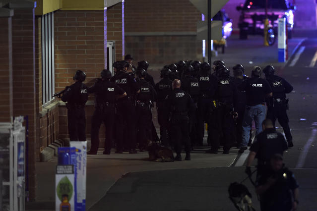 <p>Police enter the store after a shooting in Walmart in Thornton, Colo., on Nov. 1, 2017. (Photo: Joe Amon/The Denver Post via Getty Images) </p>