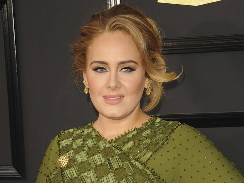 Adele breaks Twitter silence to encourage fans to register to vote