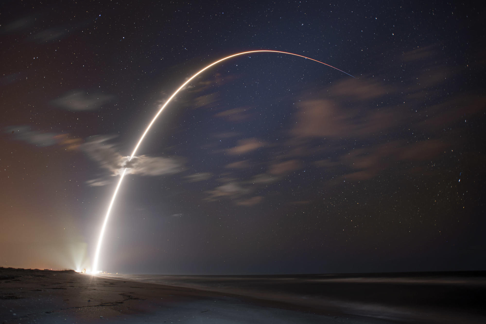 SpaceX launches 60 new Starlink satellites just one week after the last batch - Yahoo Philippines News