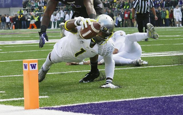 Oregon wide receiver Josh Huff (1) dives for the end zone but is stopped just short in the first half of an NCAA college football game against Washington, Saturday, Oct. 12, 2013, in Seattle. (AP Photo/Ted S. Warren)