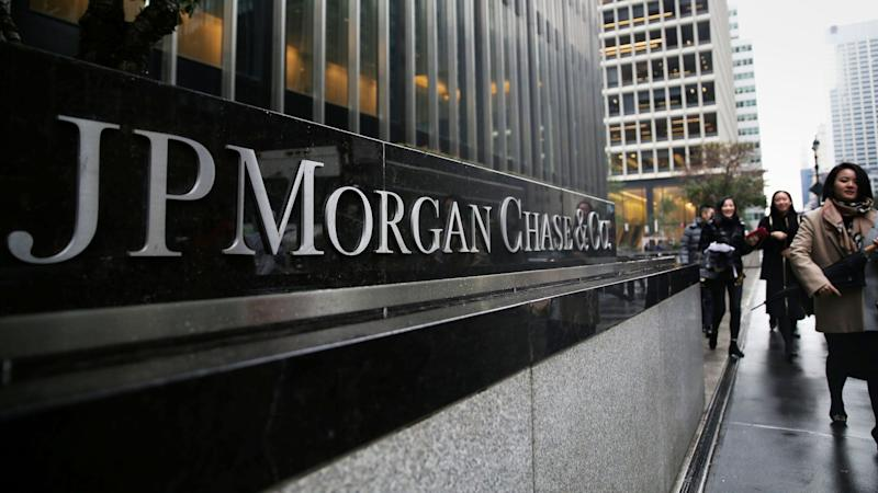 J.P. Morgan whistle-blower is awarded a record $30 million from U.S. derivatives regulator