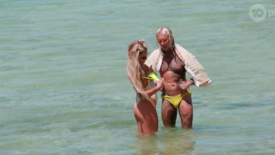 Ciarran and Kiki wear matching yellow swimsuits on Bachelor in Paradise