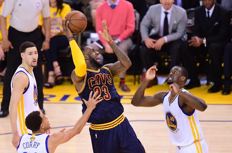 63371d1fb50c LeBron James powers Cavs over Warriors to level Finals