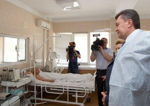 President Viktor Yanukovych visited victims of the blasts in several hospitals