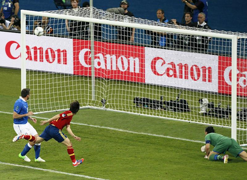 Spain's David Silva, second left, scores the opening goal during the Euro 2012 soccer championship final  between Spain and Italy in Kiev, Ukraine, Sunday, July 1, 2012. (AP Photo/Vadim Ghirda)