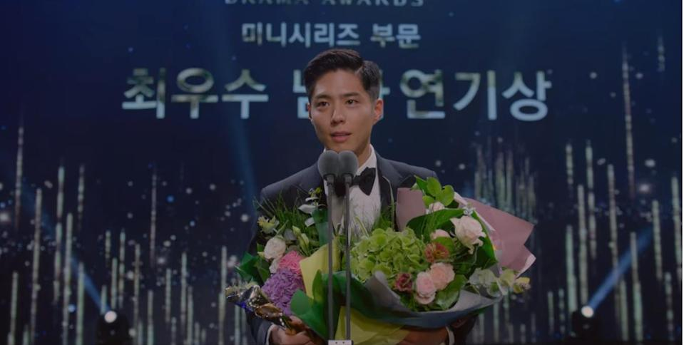 Sa Hye Jun (Park Bo Gum) wins the coveted OVN Best Actor Award in Record Of Youth.