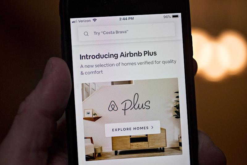 Airbnb in Talks to Raise More Debt Amid Global Crisis