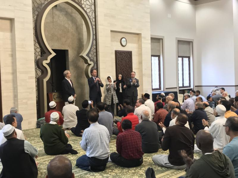 Virginia Democratic gubernatorial candidate Ralph Northam addresses worshippers at a mosque after Friday prayers. (HuffPost/Igor Bobic)