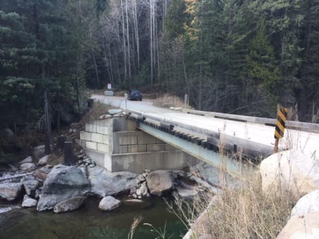 The only bridge providing access to Pass Creek's Mountain Ridge Road is unsafe for heavy fire trucks, according to the Regional District of Central Kootenay. (Submitted by Vanessa Terwoort - image credit)