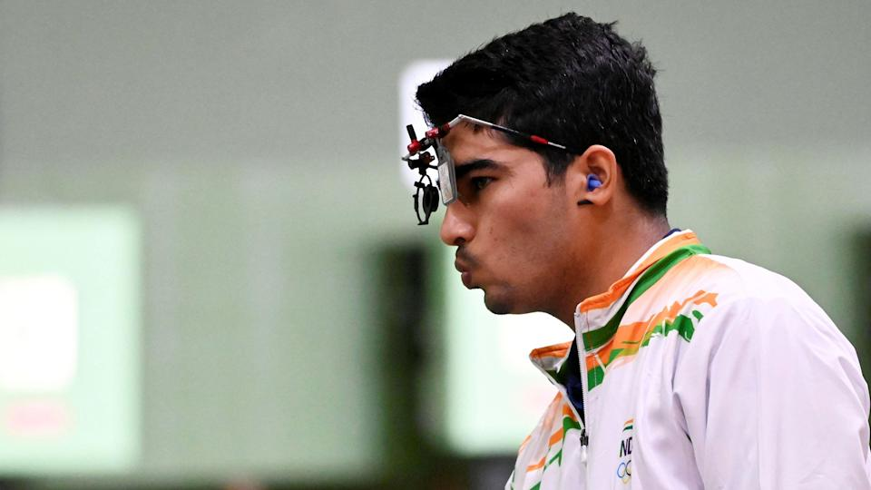 """<div class=""""paragraphs""""><p>Tokyo Olympics: Manu Bhaker and Saurabh Chaudhary failed to qualify for the 10m Air Pistol Mixed Team finals.</p></div>"""