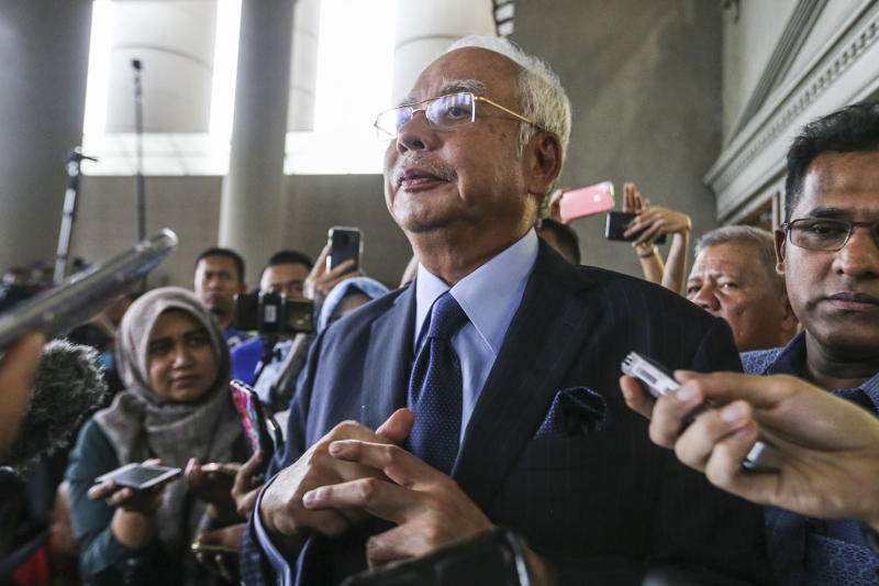 Former prime minister Datuk Seri Najib Razak speaks to reporters at the Kuala Lumpur Court Complex September 20, 2018. — Picture by Hari Anggara