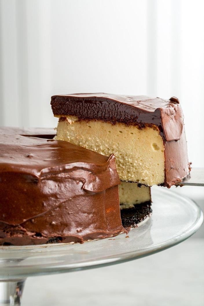 "<p>It's impossible to resist the fudgy layer of ganache on top of this Baileys-infused cheesecake.</p><p>Get the recipe from <a href=""https://www.delish.com/cooking/recipe-ideas/recipes/a46303/baileys-cheesecake-recipe/"" rel=""nofollow noopener"" target=""_blank"" data-ylk=""slk:Delish"" class=""link rapid-noclick-resp"">Delish</a>.</p>"