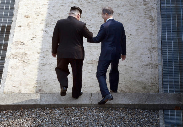 <p>North Korean leader Kim Jong Un, left, and South Korean President Moon Jae-in cross the military demarcation line at the border village of Panmunjom in Demilitarized Zone Friday, April 27, 2018. (Photo: Korea Summit Press Pool via AP) </p>