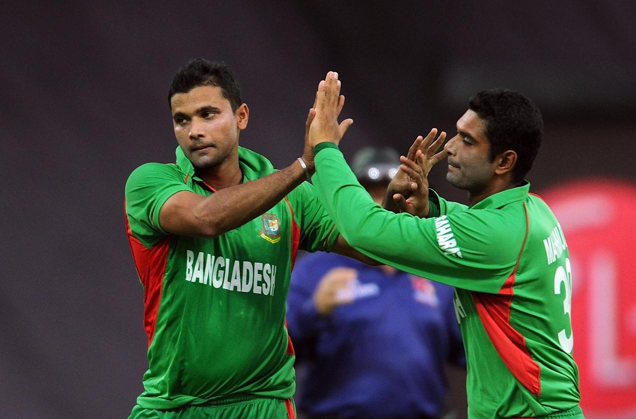 Bangladesh bowler Mashrafe Mortaza (L) celebrates the wicket of unseen New Zealand batsman James Franklin with teammate Mohammad Mahmudullah during the ICC Twenty20 Cricket World Cup match between Bangladesh and New Zealand at The Pallekele International Cricket Stadium in Pallekele on September 21, 2012. AFP PHOTO/ Prakash SINGH